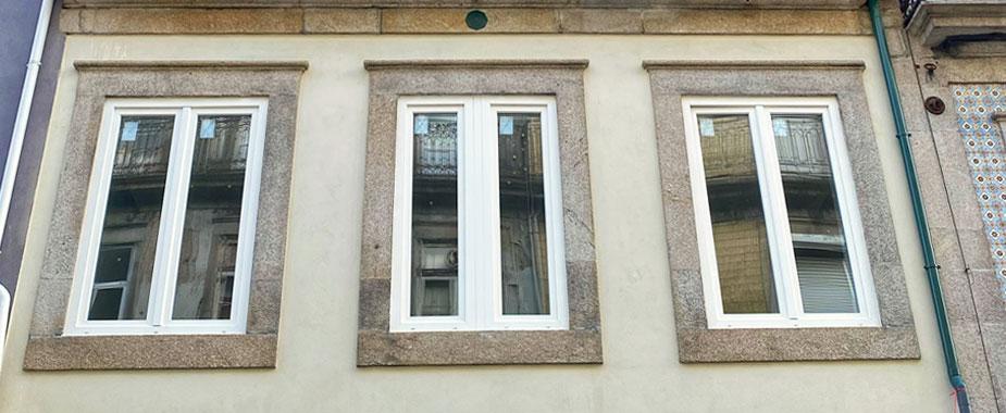 Janelas em PVC com vidro duplo corte térmico e estores